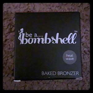 be a bombshell